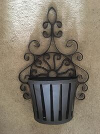 Rustic metal wall basket Pasadena, 21122