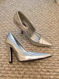 Brand new (without box) Delicious metallic silver stiletto pumps - size 5.5 Halton Hills, L7G 5P5