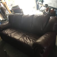 Burgundy made in canada couch.. mint no stains or scratches
