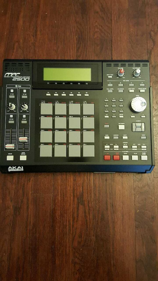 Akai MPC 2500 with memory expansion chip