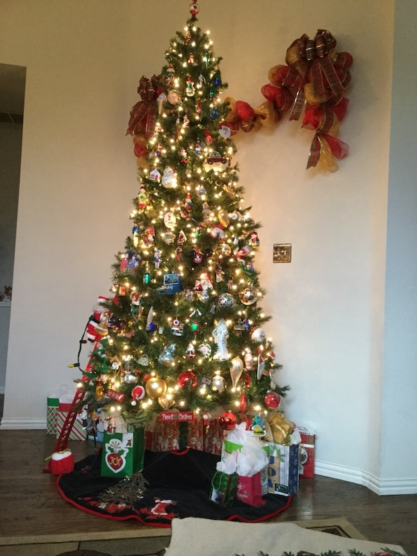 9 Foot Artificial Pre Lite Tree and Stand with Foot Pedal On/Off. ( - Used 9 Foot Artificial Pre Lite Tree And Stand With Foot Pedal On