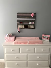 Hair bow and headband board. Can customize colors to match decor. Louisville, 40118