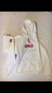 White supreme pull over hoodie brand new comes with bag Ajax, L1T