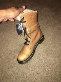BRAND NEW!!Dr Martens grizzly tan boots with fur...
