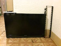 Magnavox 42 LED TV with Wall Bracket! Controller,  Fresno, 93706