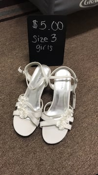 Girls size 3 white heels with flowers  Catlett, 20119