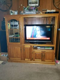 Solid oak wood entertainment stand Johnstown, 15902