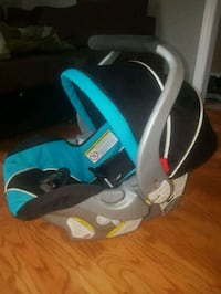 Baby Trends Car seat with 2 bases Hamilton, L9C 6W4