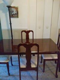 rectangular brown wooden table with four chairs di Orlando, 32828