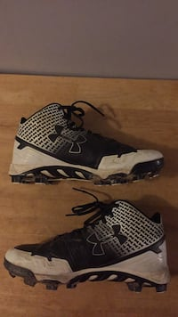 Pair of black-and-white nike basketball shoes Myersville, 21773
