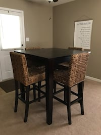Pottery Barn Table and Chairs Bowling Green, 42104