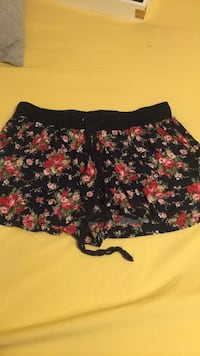 Shorts size medium  Bellflower, 90706