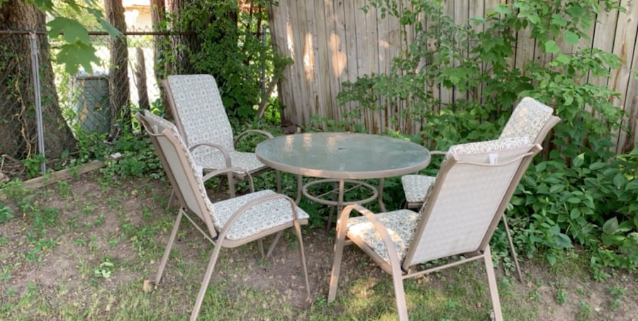Patio set- table and 4 chairs with cushions 6513a12e-f4d1-47da-9a8b-45de82c9a8db