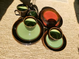New .... 16 pc. red& green mixed dishes