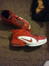 Nikes size 10.5 only wore few times  Troy, 63379
