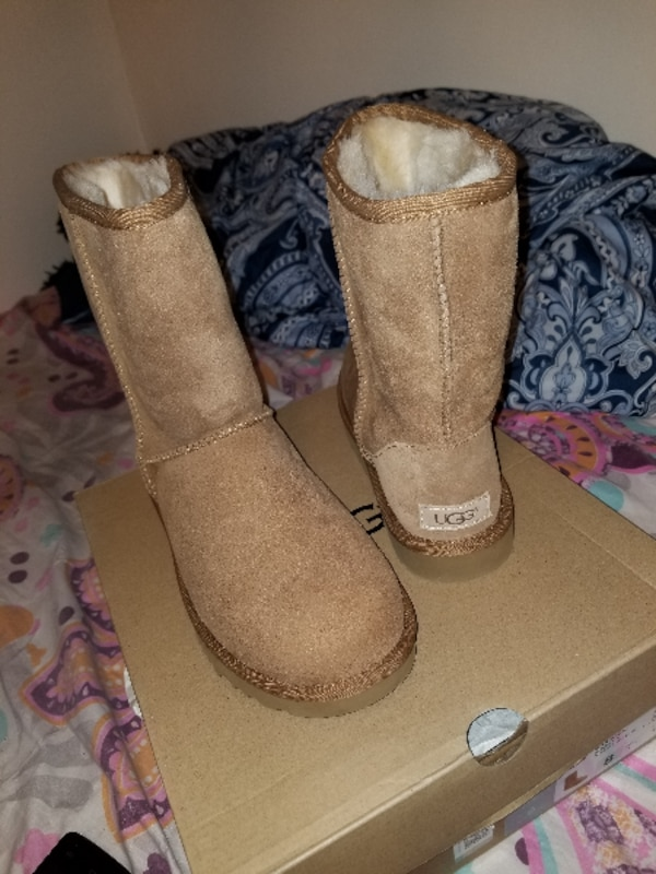 New Authentic WOmen Ugg Boots (sz8) (Final Price)