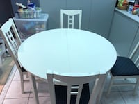 White Kitchen Table Set. 6 chairs   Vaughan, L4J
