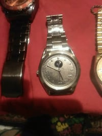 round silver analog watch with link bracelet Signal Mountain, 37377