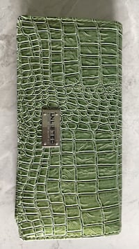 Green leather Unlisted wristlet