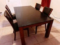 Dining tab: nice table it's a nice beautiful glass top with 6chairs..!