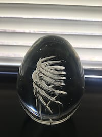 Glass egg paper weight Vail, 81657