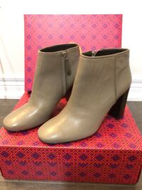 Pair of gray leather boots. Tory Butch. Great condition. Wore them once. Size 8.5 Halton Hills, L7G