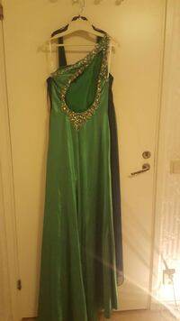 green embroidered one shoulder maxi dress Angered, 424 42
