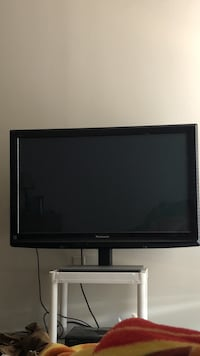 Panasonic 40 inch tv with remote nothing wrong Gadsden, 35903