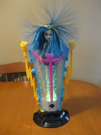 Monster high frankie doll with recharge chamber Niagara Falls, L2H 2E5