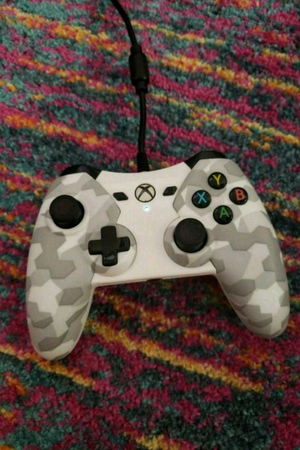 Xbox one controller (wired)