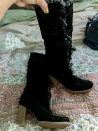 pair of black leather boots Goreville, 62939