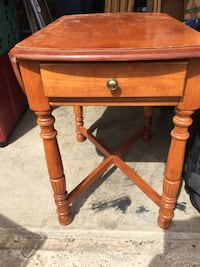 Antique looking end table Louisville, 40216
