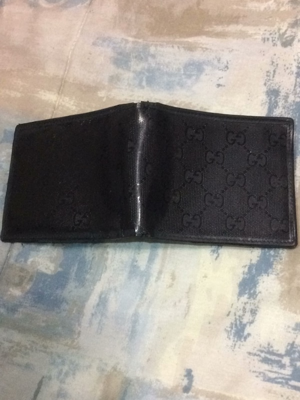 3a62e1b95fa1 Brukt Used Gucci GG wallet for men Bifold ID 6 Credit Card Slot Black wallet  til salgs i Jersey City - letgo