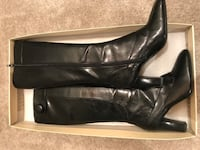 Pair of black leather heeled boots Mount Airy, 21771