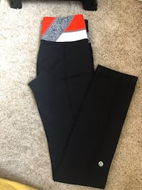 Lululemon reversible leggings  Chestermere, T1X
