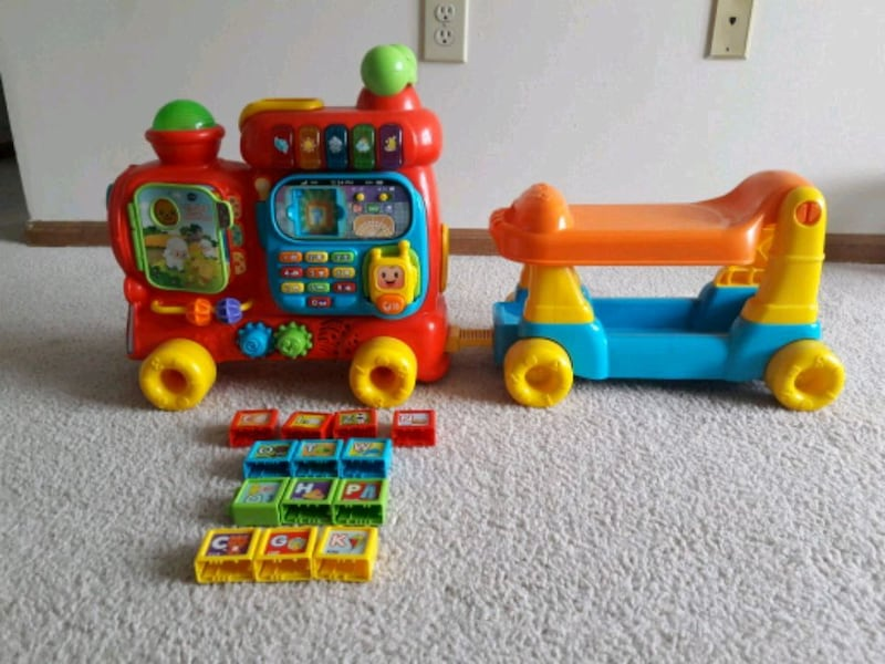 VTech Sit-to-stand alphabet train e13bc91f-e171-4618-811c-e400ea7940f0