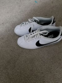 Womens Nike shoes size 9 only tried on.