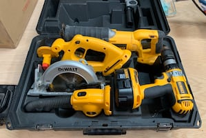 Dewalt 18v 4 tool combo kit with batteries, dual charger and case