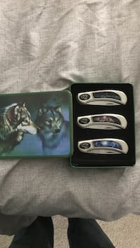 Three wolf printed folding knives with box