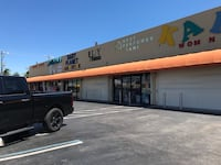 Comercial Space Available for retail an whole sale store front right on 20st lots of traffic an plenty parking single an double units available  Miami