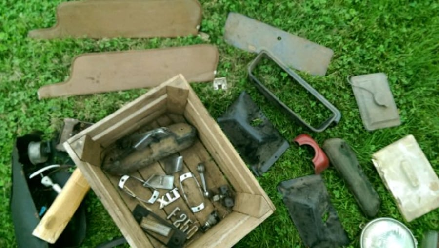 FORD PARTS .... Not the whole truck dumbasses c0c6f5eb-6664-46a8-8e1c-07117d5bfd59