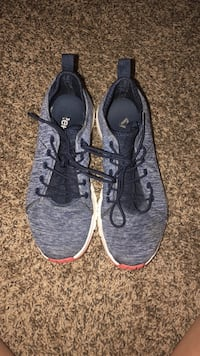 pair of gray Nike running shoes Duncan, 29334