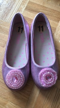 size 11 pair of purple-and-pink leather flats