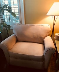 LAZBOY CHAIR AND A HALF RECLINER Columbus, 31906