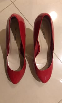 Red high heeled pumps Markham, L6C 2C1