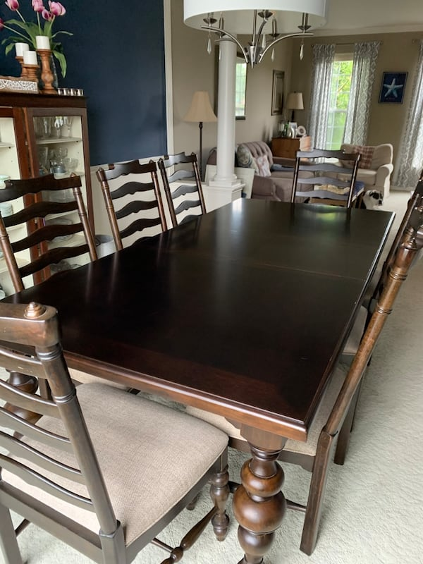 Like new dining room set 0