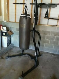 Everlast heavy bag with everlast stand