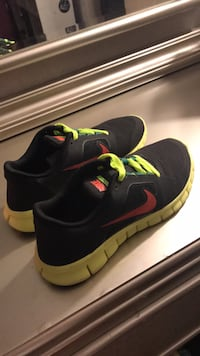 Pair of black-and-yellow nike running shoes Newton, 02468