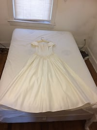 Wedding dress  Catlett, 20119