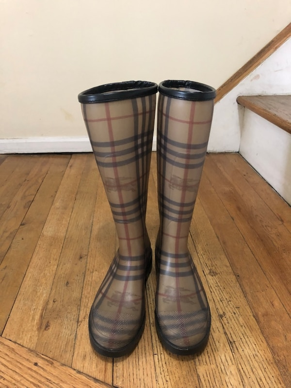 Used Authentic Burberry Classic Rain Boot Size 7 for sale in Westbury dba022ee5